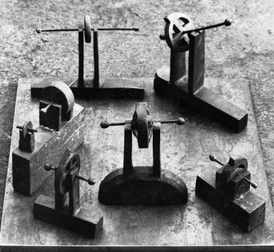 Kleine Gesellschaft | 1987,Bronze | 7x15x15cm